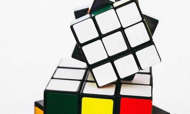 Tidlös underhållning med Rubiks kub