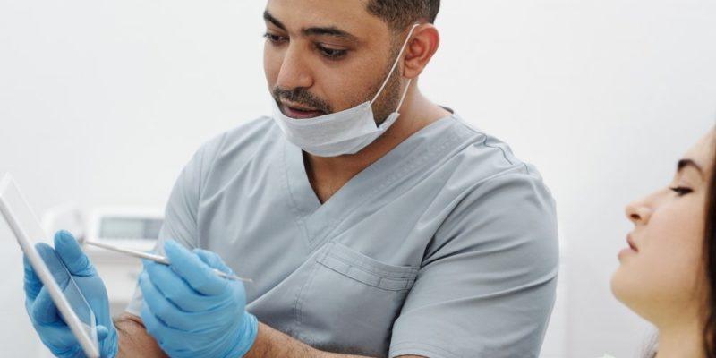 Tandläkare i Kista som kan hjälpa med allt från rådgivning till estetisk tandvård