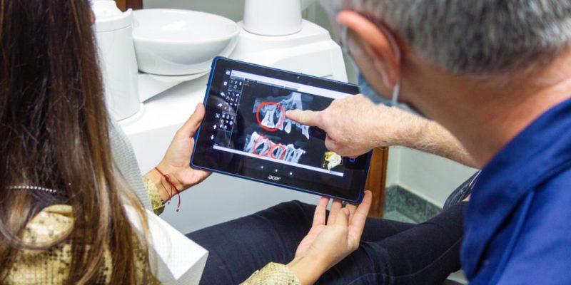 Vid tandvärk kan man söka akuttandvård på Odenplan och snabbt få den hjälp som behövs